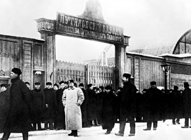 16 января Путиловский завод остановился. Одновременно с этим на других заводах стали распространяться листовки с перечнем экономических требований к властям.