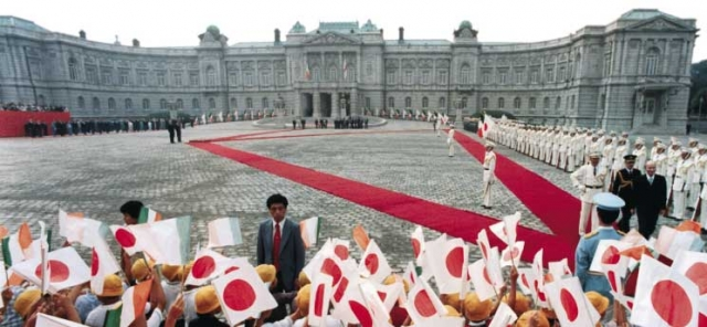 Похоронный кортеж кортеж императора составили 70 автомобилей, на который вместе с услугами сопровождения ушло $24 млн.