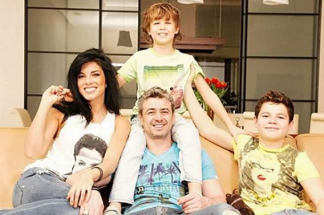 Сейчас они воспитывают двоих детей - Олега, сына Андрея от первого брака, и общего сына Максима.