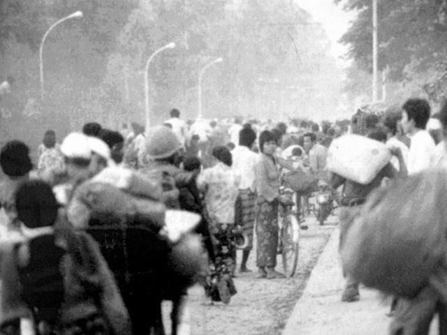Жители других городов страны также стали жертвами подобных переселений. Новые власти объявили план по сбору риса: три тонны с гектара, причем до красных кхмеров в Камбодже собиралось в три раза меньше.