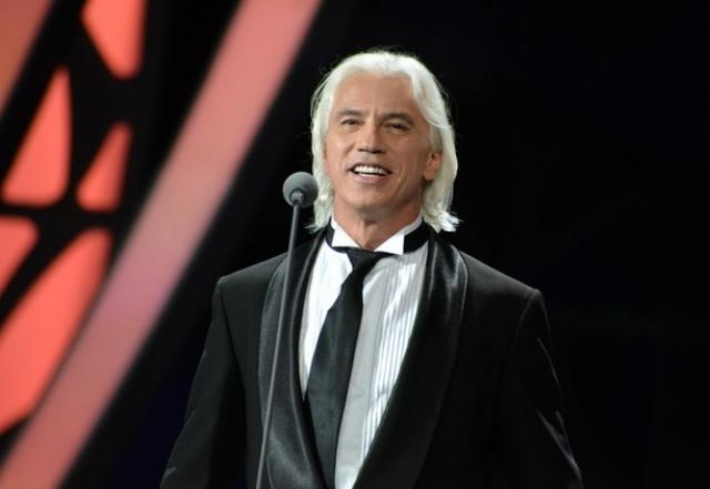 Артист прошел ряд курсов химиотерапии, после чего даже возобновил концертную деятельность.