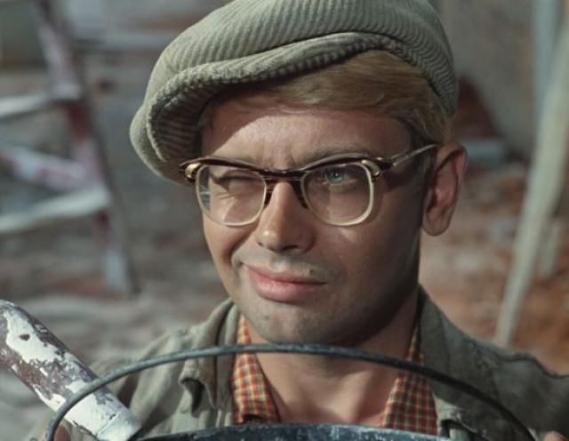 """В середине 60-х Леонид Гайдай приступил к съемкам комедии. Сценарий назывался """"Несерьезные истории"""", а главным героем был студент Владик Арьков."""