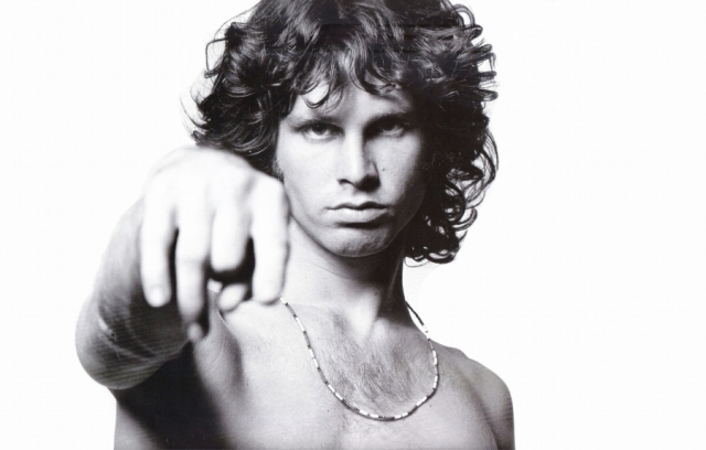 Джим Моррисон . По официальной версии музыкант умер около 5 часов утра 3 июля 1971 года в IV округе Парижа в ванной комнате съемной квартиры дома № 17 на улице Ботрейи от сердечного приступа.