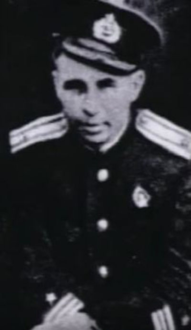 Уже 31 мая командир дивизиона его подводной лодки подал рапорт вышестоящему командованию, в котором указывал на то, что командир подлодки все время пьет, служебными обязанностями не занимается, и его дальнейшее пребывание в данной должности нецелесообразно.