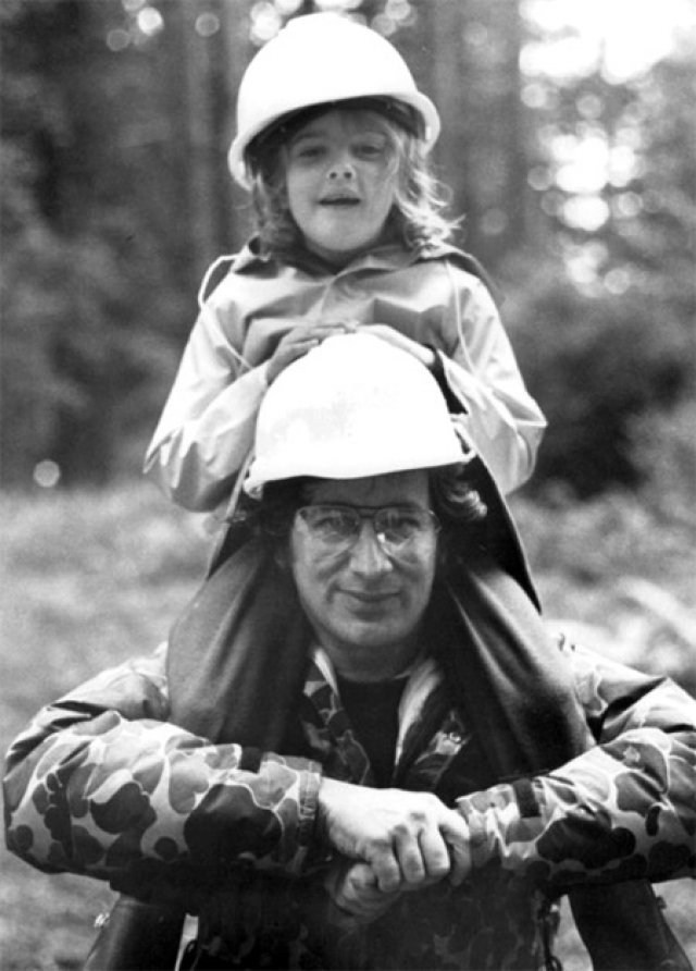 Именно режиссер обеспечил тогда еще малышке Дрю такой головокружительный взлет карьеры.