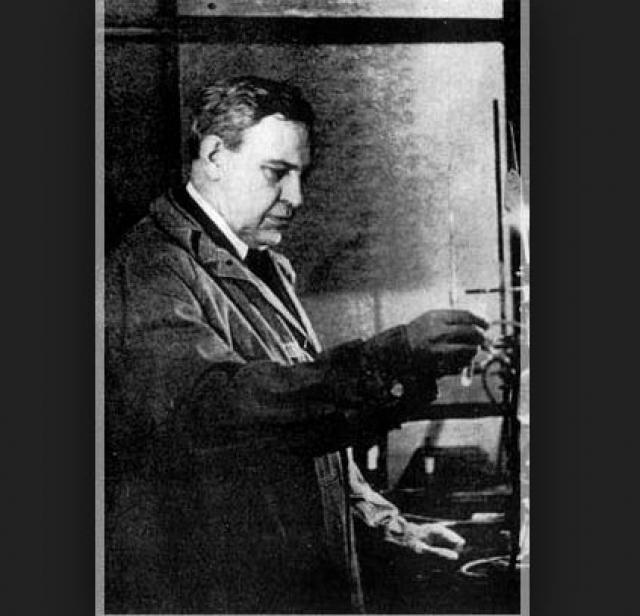 Качественный бензин. Другой эмигрант, Владимир Ипатьев, разработал в США сверхэффективные катализаторы для получения высокооктанового бензина.