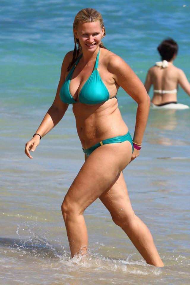 Крупное телосложение Наташи сыграло с ней жестокую шутку: бывшая модель в купальнике выглядит не слишком презентабельно.