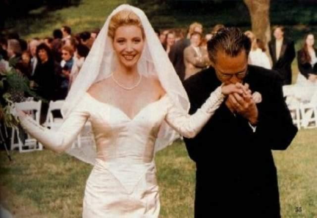 Лиза всегда считала, что обязана сохранить свою девственность для супруга, и она сумела это сделать. Замуж она вышла в 31 год, сохранив невинность.