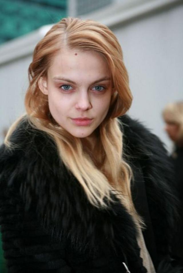 В 17 лет Cасонкиной посчастливилось подписать контракт с модельным агентством Major Management в Париже. Дебютным показом Виктории стало шоу Issey Miyake в октябре 2006.
