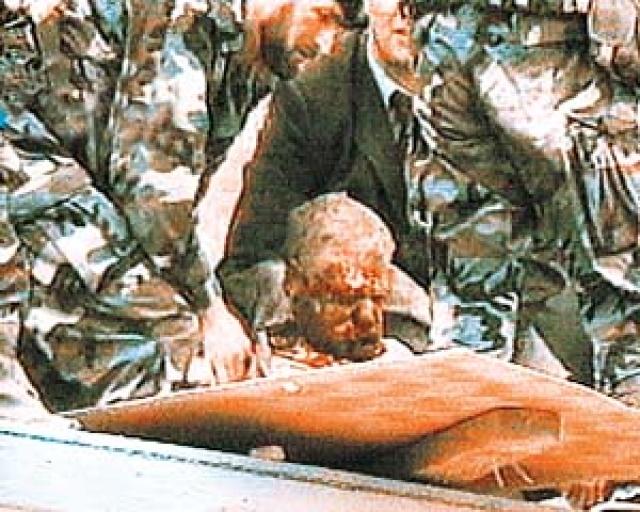 Кадыров был тяжело ранен и умер по дороге в больницу, не приходя в сознание. Тогда же погиб председатель Госсовета Чеченской Республики Хусейн Исаев.