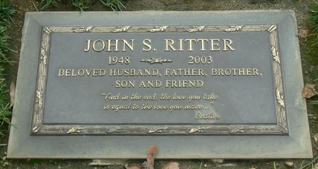 Играя сцену для сериала 11 сентября 2003 года, Риттер вдруг пожаловался на тошноту и боль в груди. Его забрали в больницу и диагностировали сердечный приступ, он скончался во время операции.