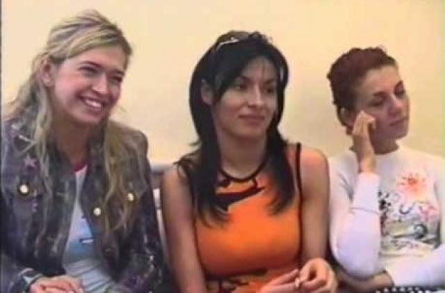 """Впервые Вера выступила на одной сцене с группой """"ВИА Гра"""" во время гастролей группы по Украине в июне 2002 года в качестве желающей из зала спеть вместе с группой песню """"Попытка № 5""""."""