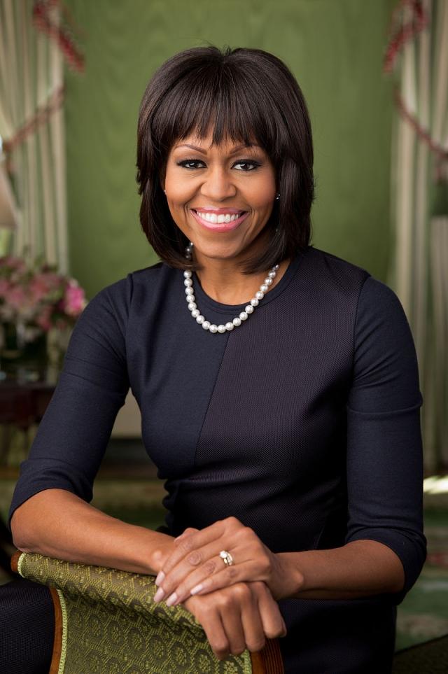 """В 2010 году Мишель заняла первое место в рейтинге самых влиятельных женщин мира, составленном журналом Forbes. Кроме того, первая леди США объявляла лауреата главной номинации премии """"Оскар"""" """"Лучший фильм"""". Также она первая в истории первая леди США афроамериканского происхождения."""