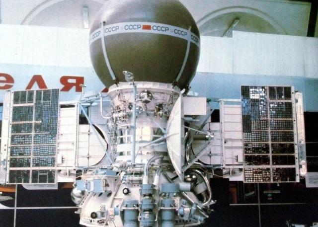 Изображения получали при помощи установленных на каждом аппарате двух оптико-механических камер с фотоумножителями.