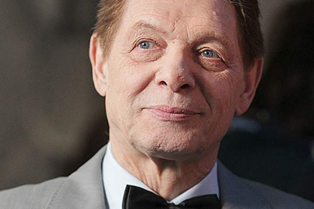 4 июля 2012 года певец скончался, причиной смерти назвали стволовой инсульт. В честь Эдуарда назвали сквер недалеко от дома, где он жил.