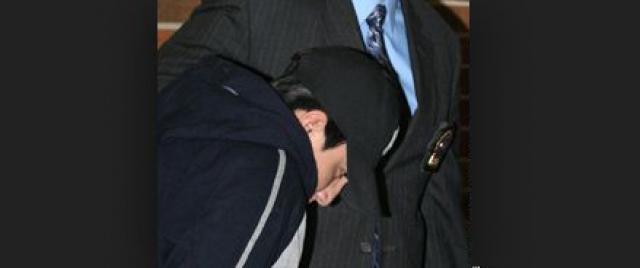 """Свой поступок обвиняемый объяснил тем, что у него """"был плохой день"""". 14 февраля 2008 года Пиллко был признан виновным. На суде он заявил (в отличие от своей первоначальной версии), что Шелли не жаловалась на шум, а поймала его на краже денег из ее кошелька."""