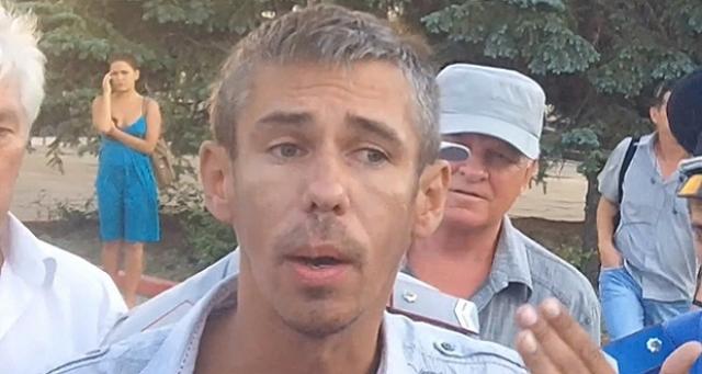"""За его плечами погромы в двух кафе в Приамурье, мастурбация на глазах у полиции, срыв спектакля в Казахстане, госпитализация с """"белой горячкой"""" и многие другие выходки."""