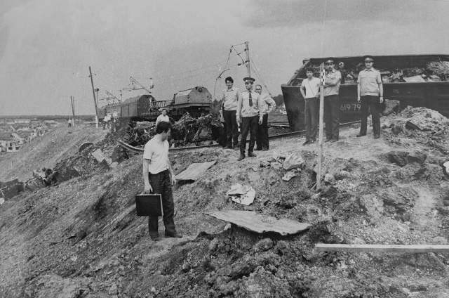 Тогда в результате утечки газа из газопровода взорвались сразу два поезда, погибли более полутысячи человек. И, как и в случае с арзамасской катастрофой, установить точную причину взрыва не удалось.