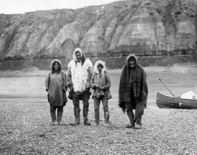Исчезновение деревни инуитов, 1930 год - Северный Розуэлл Когда пропадает человек - это одно, но когда исчезает целая деревня с населением в 2000 человек - это уже совсем другой случай. В ноябре 1930 года, охотник Джо Лабель, направлялся к эскимосской деревушке, возле озера Анжикуни, на севере Канады. Лабель уже не раз бывал в этой деревне, она была известна рыбным промыслом, и в ней обитало около 2 000 жителей.