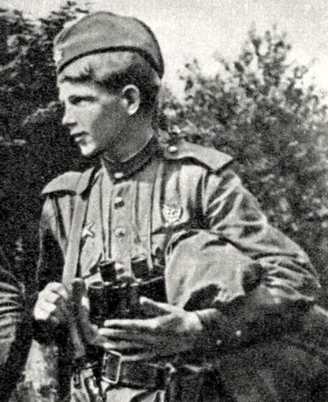 Так, в августе 1944 года в бою у польской Цисны Курка метким выстрелом из снайперской винтовки застрелил пилота низколетящего самолета Fw-189, что привело к крушению самолета и гибели экипажа.
