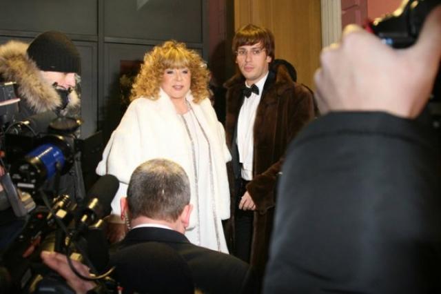 А в декабре 2011 года они неожиданно для всех сыграли свадьбу, проходившую в узком кругу друзей.