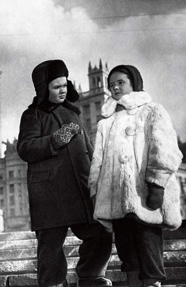 """В 1953 году первый раз появилась на экране в роли Сашеньки в фильме """"Алеша Птицын вырабатывает характер""""."""