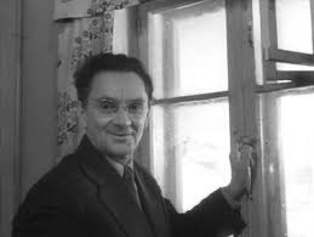 9 марта 1972 года Николай Романов вышел на пенсию, и последние годы прожил тихо и скромно на попечении сына. Похоронен актер в сентябре 1991 года на Миусском кладбище.