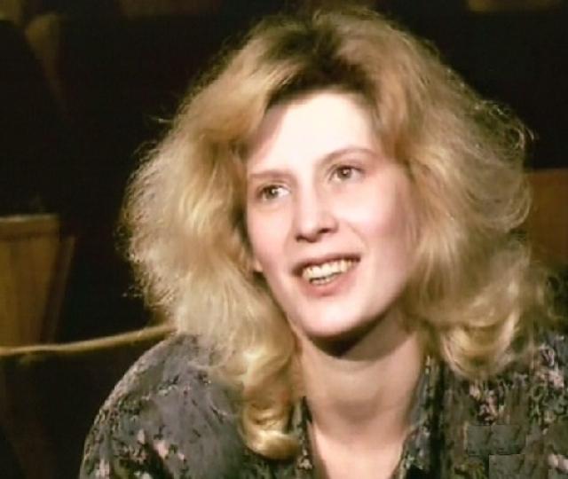 Актриса скончалась от лейкемии 5 июня 1997 года. Похоронена на Троекуровском кладбище в Москве.