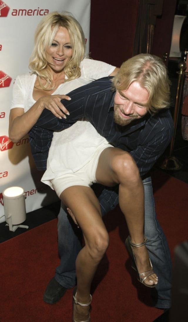 На 21-й день рождения компании Virgin Брэнсон пригласил американскую модель и актрису, звезду Playboy Памелу Андерсон. Во время вечеринки бизнесмен уговорил гостью показать собравшимся грудь; актриса поддалась на уговоры, чем вызвала бурю восторгов.