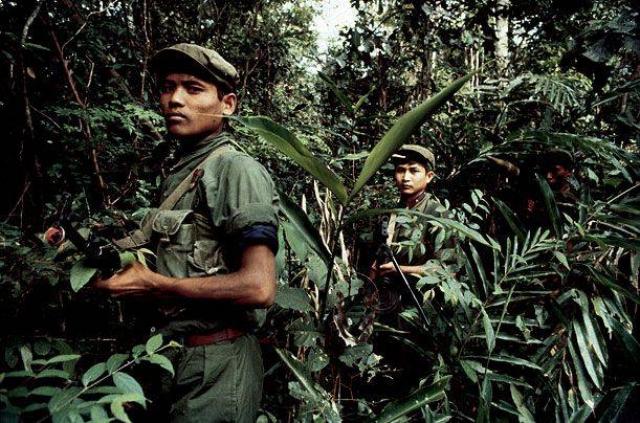 """Сейчас остатки отрядов """"красных кхмеров"""" продолжают скрываться в джунглях, промышляя разбоем и контрабандой."""
