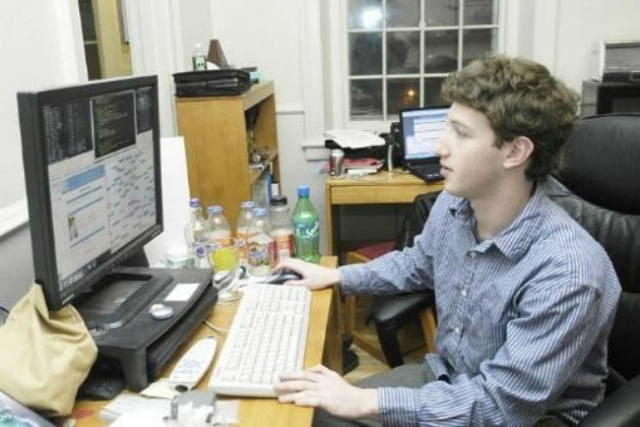 """Он начинал свой тернистый путь с известного языка программирования С++ и в юные годы разработал компьютерную игру """"Риск""""."""