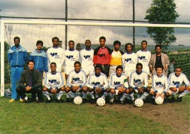 """На борту самолета находились голландские футболисты (сборную позже назвали """"11 цветных"""") суринамского происхождения, направлявшиеся в Суринам с целью участия в турнире с тремя суринамскими клубами."""