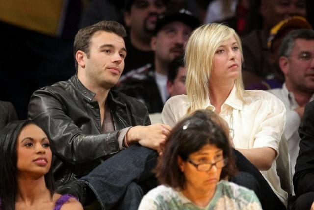 """Чарли не только привил Марии любовь к баскетболу, но и ввел в круг игроков команды """"Лос-Анджелес Лейкерс"""", что не сыграло ему на руку."""