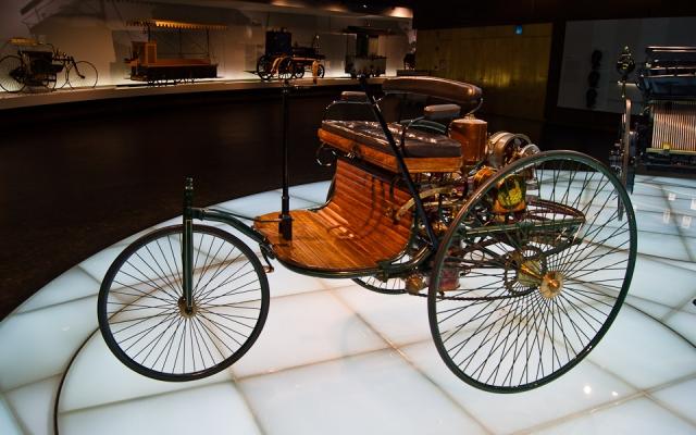 За прошедшие 130 лет инновации, представленные Mercedes-Benz, подняли на высокий уровень безопасность, комфорт и эффективность автомобилей.