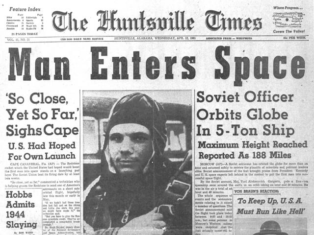 Кстати, НАСА довольно долго отказывалось верить в полет Гагарина: два раза до этого СССР отправлял на орбиту макет человека в скафандре.