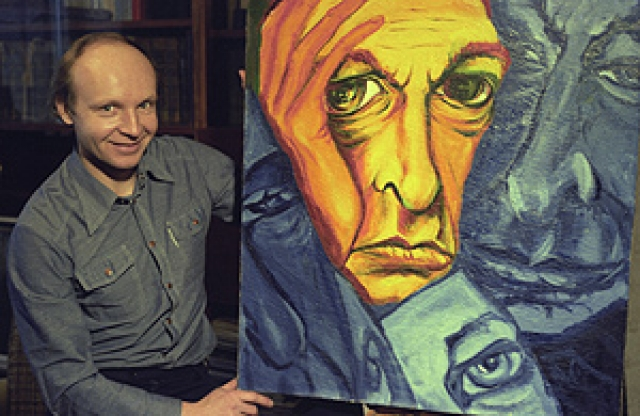 Увлекается портретной живописью. Ведет уединенный образ жизни, практически не давая интервью.
