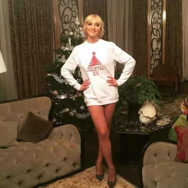 Кристина Орбакайте И русские звезды любят постить фотографии без низа в своих инстаграмах.