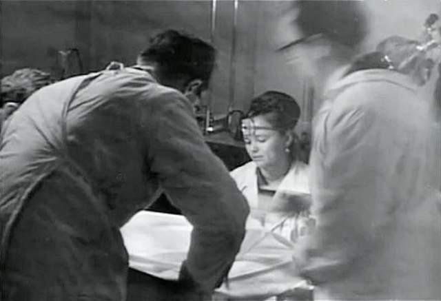 Позднее пошли слухи, что феноменальные способности Кулагиной — это фокусы, в которых использовались почти невидимые тонкие капроновые нити. Началась травля, Нинель подала на обидчиков в суд и выиграла его. Она перенесла инфаркт и ушла из жизни в апреле 1990 года, так и не раскрыв тайну своего уникального дара.
