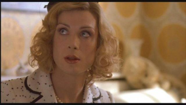 Актер явно вжился в роль и выглядел в картине весьма женственно.