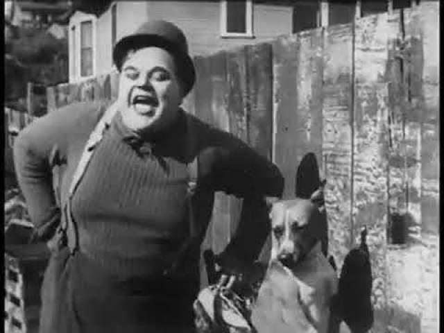 Медицинские записи показали, что мисс Рапп умерла от перитонита, но обвинение настаивало на том, что Арбукл разорвал ее внутренние органы, лежа на ней, - он весил тогда 120 кг.