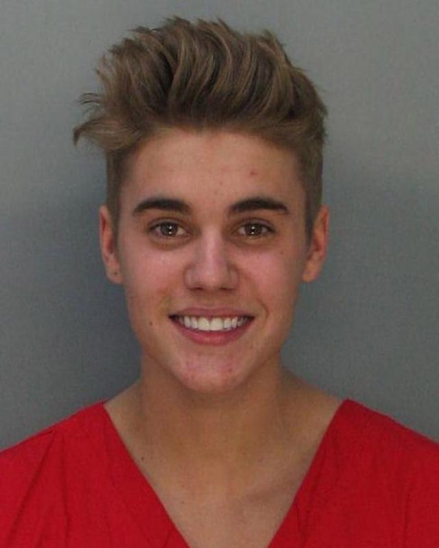 """Джастин Бибер. Поп-кумир перешел от образа """"хорошего мальчика"""" в """"плохие"""" за одну ночь, когда получил сразу три обвинения по разным статьям."""