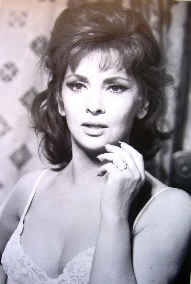 """Все это привело к тому, что в 1970-х годах карьера Лоллобриджиды пошла на спад и почти завершилась в 1973 году участием в фильме """"Смертный грех"""". После этого в течение последующих десятилетий она снялась всего в паре фильмов и несколько раз принимала предложения о съемках на телевидении."""