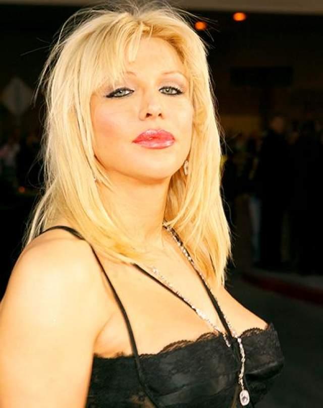После операции певица стала здорово смахивать на губастую форель. Горько раскаявшись, она написала по этому поводу на своей странице в MySpace: - Я хочу, чтобы у меня снова были губы данные мне Богом. Они были довольно милые, и у меня был чудесный рот.