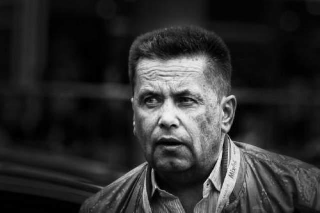 Рабочие Николай Расторгуев (Московский Технологический Институт Легкой промышленности - не окончил: работал слесарем в Центральном институте авиационного моторостроения)