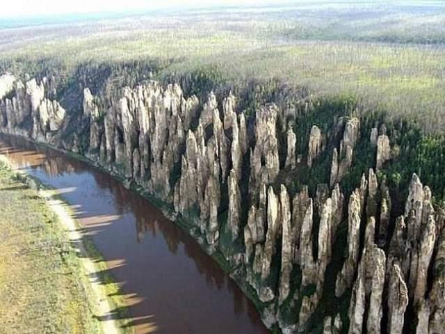 Тектонические сдвиги земной коры сформировали столь удивительные конструкции из камня.