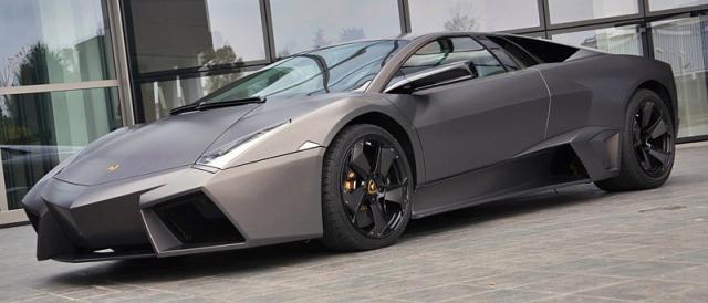 Lamborghini Reventón - $1 500 000. Благодаря невероятно стильному агрессивному дизайну, который напоминает истребитель, эта модель выделяется среди прочих автомобилей.