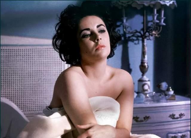 """Впервые это случилось на съемках фильма """"Баттерфилд, 8"""" (1960). Тогда слегла с двусторонним воспалением легких, которое привело к остановке сердца. Пресса даже поторопилась написать о смерти актрисы, но Тейлор поправилась."""