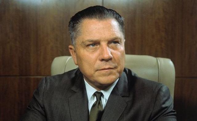 """К 1957 году коррупция в его ведомстве достигла такого уровня, что Сенат США учредил специальный комитет во главе с сенатором Джоном Макклелланом, однако """"прищучить"""" Хоффу удалось только в 1964 году. Он бы осужден на 13 лет, из которых отсидел только пять."""