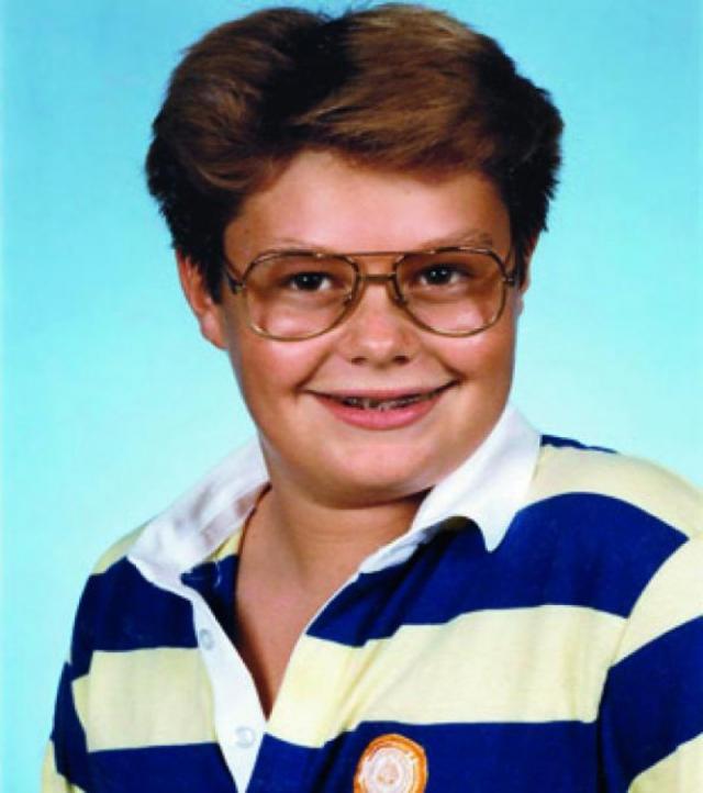 Райан Сикрест. Красивый и успешный мачо в юные годы был неуклюжим полным мальчиком в очках.