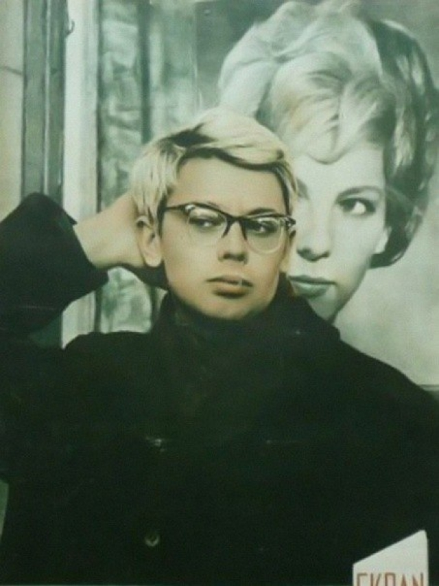 Кстати, актер никогда не был блондином – парикмахерам приходилось его перекрашивать. От природы у Александра были густые темные волосы, с проседью.